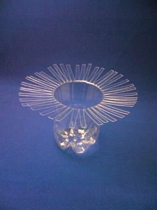 image آموزش تصویری و جالب ساخت گلدان تزیینی با بطری آب معدنی یا نوشابه