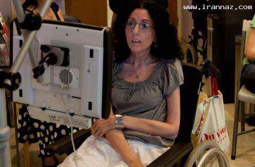 image نقاشی های تکان دهنده زن معلول با استفاده از چشم