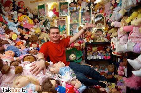 image عکس های بامزه از مردی که عروسک بازی میکند