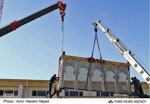 image گزارش تصویری لظه به لحظه از نصب حرم جدید امام حسین علیه السلام کربلا