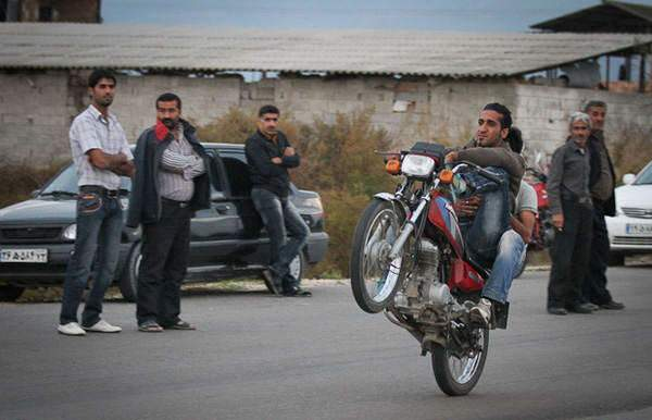 image گزارش تصویری از موتور سواری های خطرناک جوانان در بهشهر