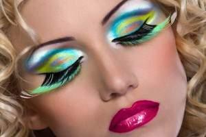 image اشتباهات بزرگ خانم ها هنگام استفاده از لوازم آرایشی