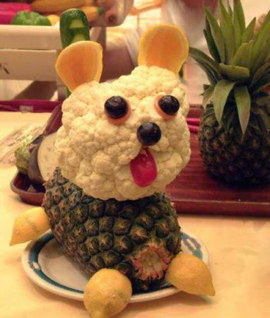 image مدل تزیین میوه آناناس به شکل سگ