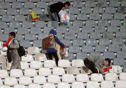 عکس, عکس های نظافت ورزشگاه آزادی توسط کره ای ها