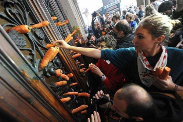 image تظاهرات دانشجویان ایتالیایی علیه سیاست های ریاضت اقتصادی در شهر تورین