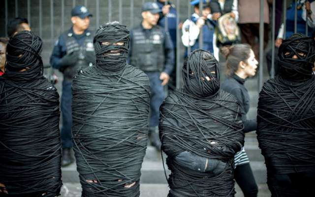 image حرکت جالب فعالان صلح در مکزیکوسیتی