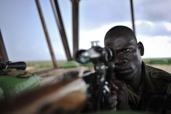 image یک تک تیرانداز در پایگاه ارتش سومالی