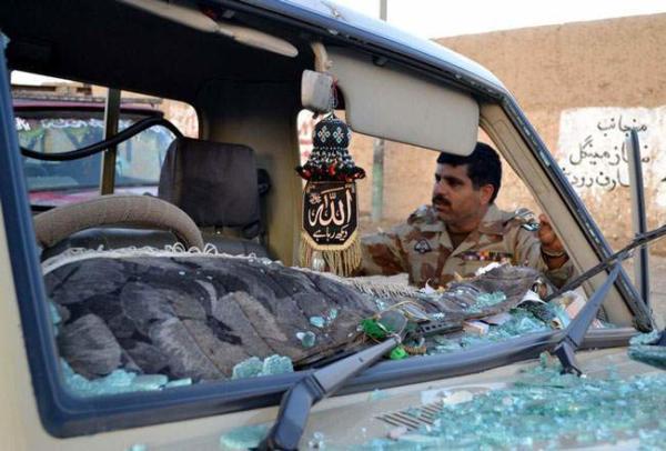 image برخورد یک خودروی نظامی در کویته پاکستان با یک مین کنار جاده ای