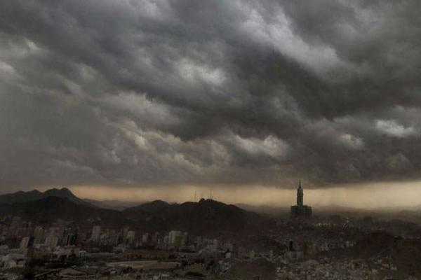 image آسمان ابری شهر مکه