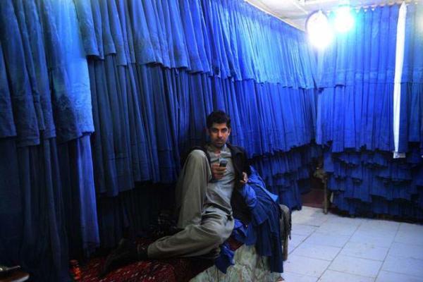 image, مغازه فروش چادرهای مخصوص زنان افغان در کابل