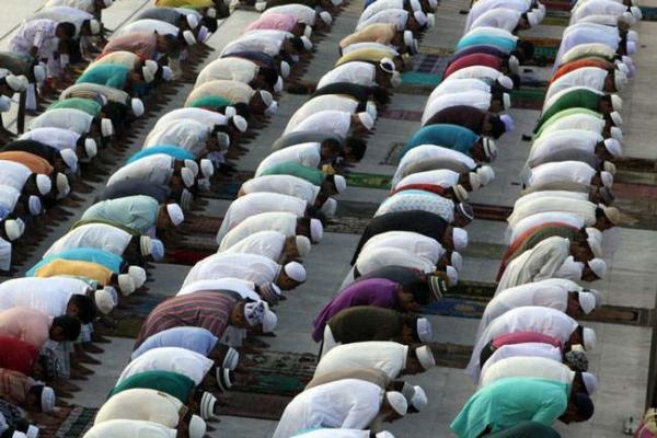image, نماز عید قربان مسلمانان بنگلادشی در مسجد جامع بیت المکرم شهر داکا