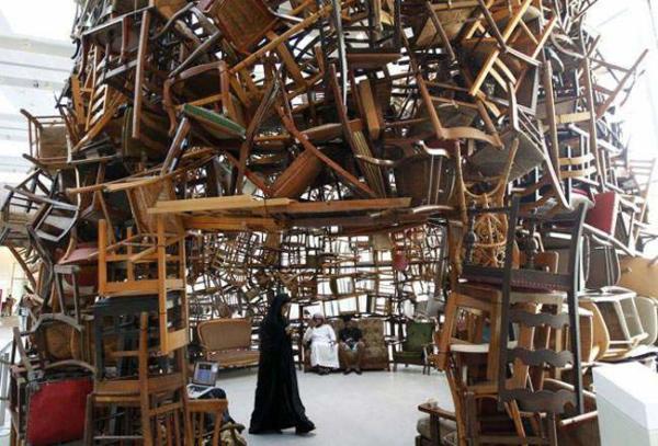 image نمایش صندلی اثر یک هنرمند ژاپنی در ابوظبی امارات