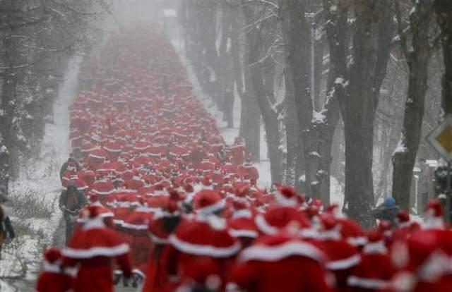 image مسابقه دو با لباس بابانوئل در آلمان