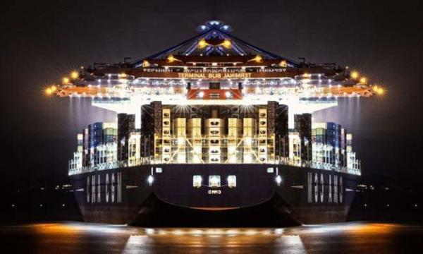 image پهلو گرفتن بزرگترین کشتی کانتینر بر جهان در بندر هامبورگ آلمان