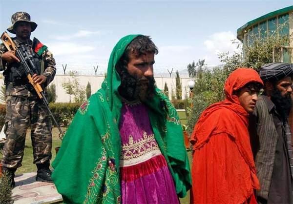 image عکس های طالبان در حال فرار با لباس زنانه