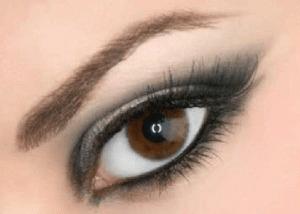image آموزش حرفه ای کشیدن خط چشم توسط خود فرد