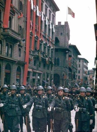 image یک مجموعه کامل تصویری از هیتلر