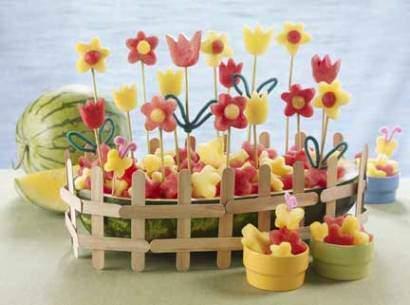 image هندوانه به شکل یک باغچه پر گل برای شب یلدا