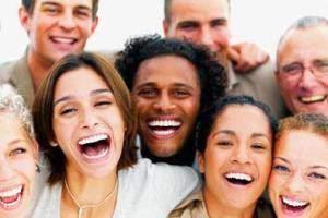 image لبخند زدن به دیگران کاری درست است یا غلط