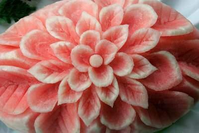 image تصویری تزیین هندوانه شب یلدا مثل گل رز
