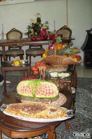image عکس های جدید نحوه تزیین سفره شب یلدا برای مهمانی ها
