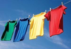 image خشک کردن لباس های خیس در خانه اشتباه است