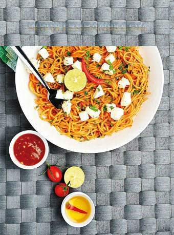 image چطور اسپاگتی با پنیر خوشمزه تهیه کنیم