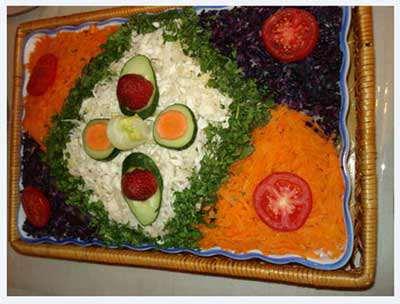 image, تصویری تزیین سالاد کاهو مربعی شکل با تخم مرغ و سبزیجات