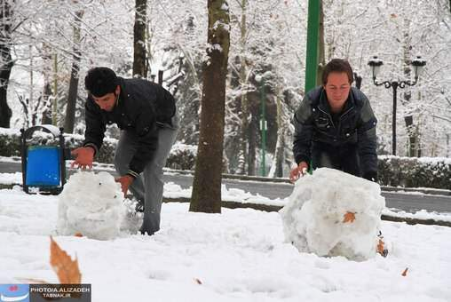 image عکس های بامزه و دیدنی از تصاویر مختلف برف بازی