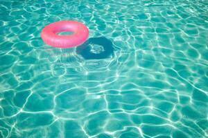 image شنا بهترین درمان برای زانو درد