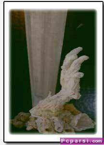 image آموزش تصویری ساخت مجسمه طوطی رنگارنگ بر روی درخت