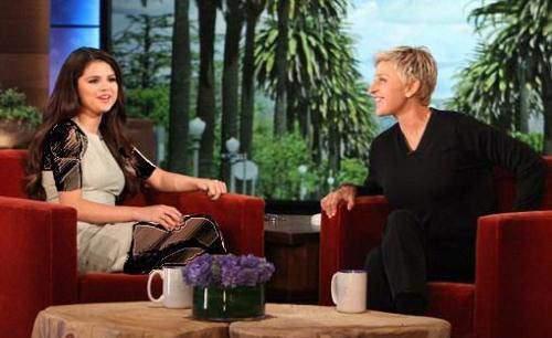 image طنز سرکار گذاشتن سلنا گومز در برنامه تلویزیونی زنده