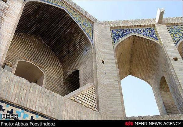 image گزارش تصویری از ترک های ایجاد شده در پل خواجو اصفهان