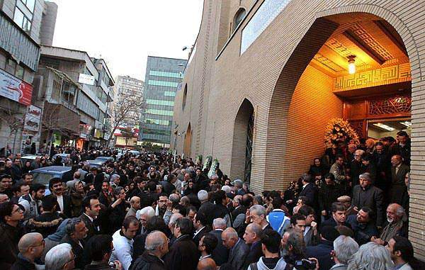 image حضور افراد معروف در مراسم خاکسپاری زنده یاد همایون خرم