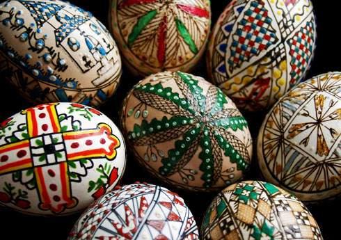 image مدل طراحی های رنگی رنگی روی تخم مرغ شب عید