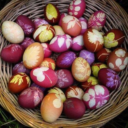 image ایده سبد تخم مرغ های رنگی برای سفره هفت سین