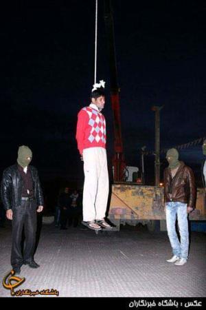 image عکس های اعدام یک سارق در کرمان