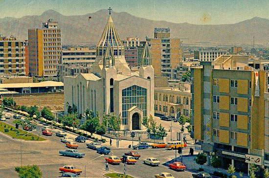 image, شکل خیابان کریم خان در سال ۱۳۵۴