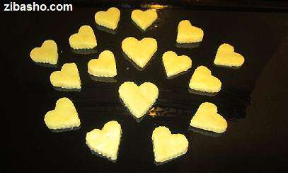 image آموزش تصویری درست کردن شیرینی و شکلات قلبی شکل