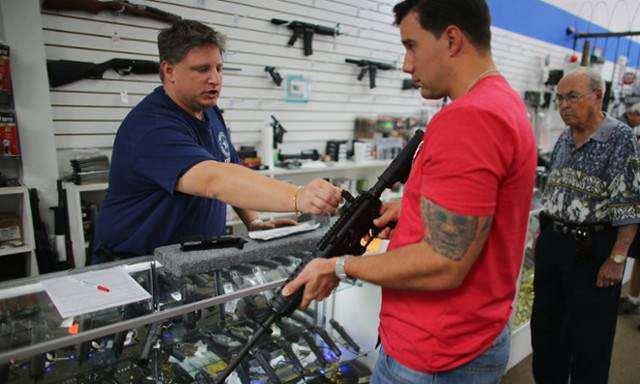 image یک اسلحه فروشی در فلوریدا آمریکا