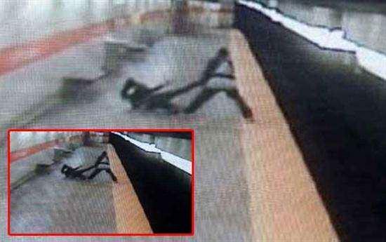 image کشتن دختران با پرتاب آنها به روی ریل قطار