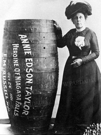 image, عکس های زنی که از آبشارا نیاگارا شیرجه زد