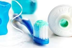 image مسواک زدن بهتر است یا نخ دندان کشیدن