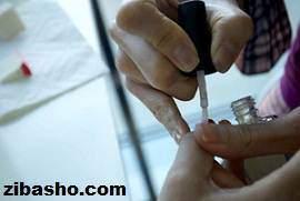 image آموزش تصویری طراحی ساده با لاک روی ناخن
