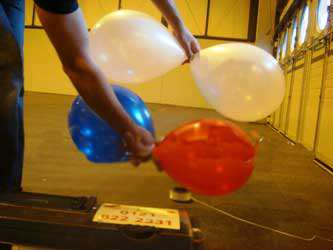 image, آموزش تصویری تزیین ورودی اتاق جشن تولد با بادکنک