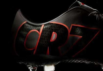 image کفش های  کریس رونالدو ساخته شده از طلا