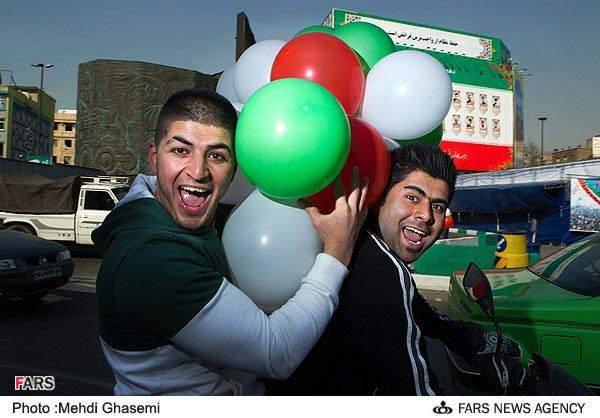 image عکس های زیبا و دیدنی از حماسه حضور مردم در راهپیمایی ۲۲ بهمن
