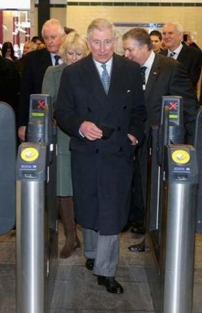 image, حضور پرنس چارلز ولیعهد انگلیس در ایستگاه مترو لندن