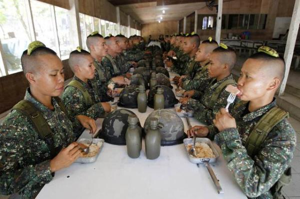 image زنان ارتشی تازه پیوسته به نیروی دریایی فیلیپین