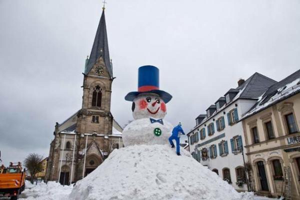 عکس, ساخت بزرگ ترین آدم برفی در آلمان